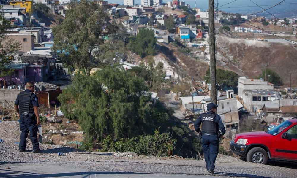 Detienen a sujeto por saquear uno de los hogares afectados por derrumbe en Lomas del Rubí en Tijuana
