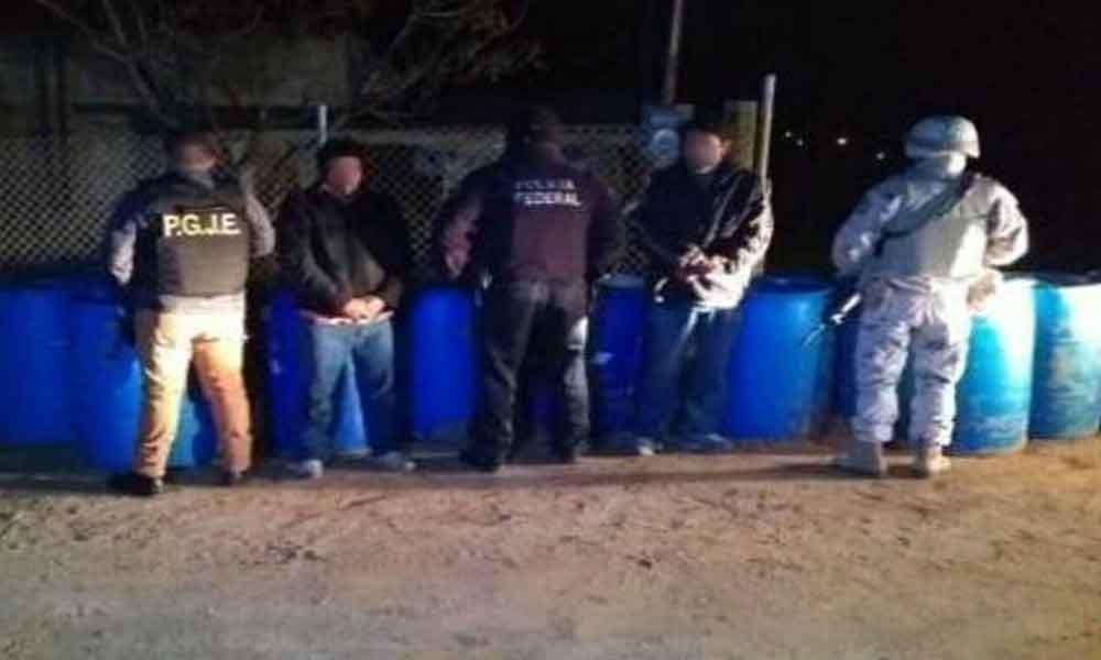 Caen dos por venta clandestina de gasolina en Tecate