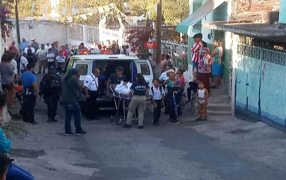 Camioneta atropella niños durante Desfile de Primavera