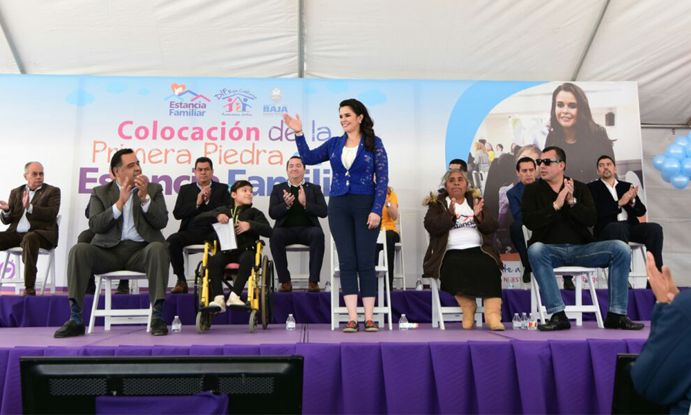 Colocan primera piedra de Estancia Infantil en Tijuana