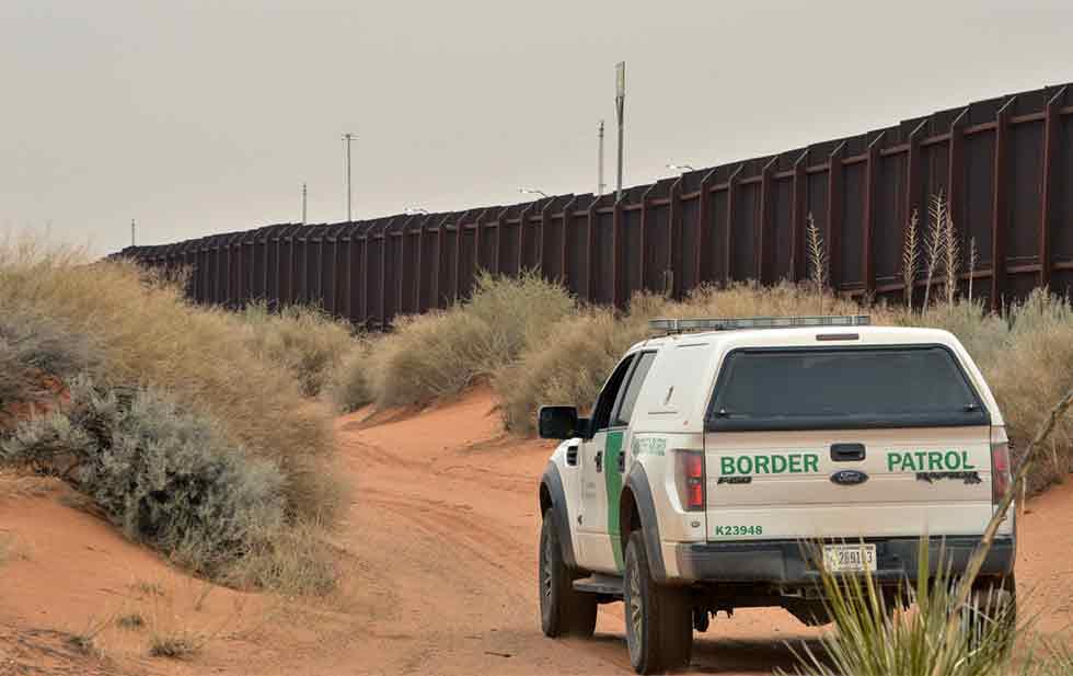 Muere pareja de indocumentados tras huir de migración en California