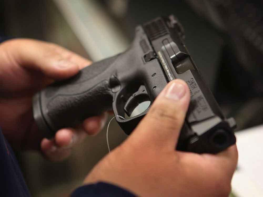 Profesor hiere a un estudiante tras disparar un arma dentro del salón de clases