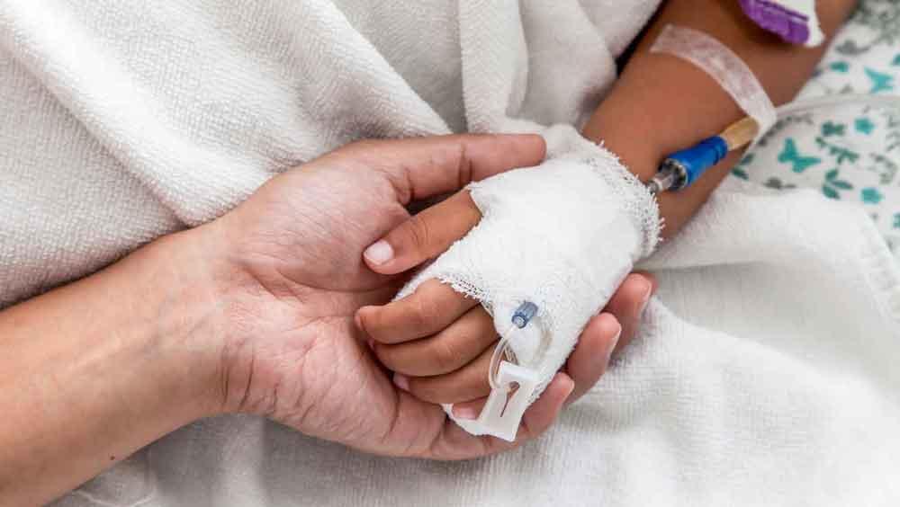 Muere niño por comer galleta envenenada con raticida