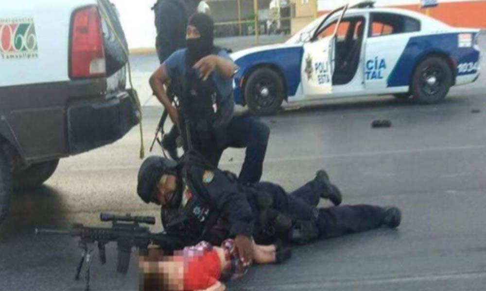 Policía se vuelve escudo humano y protege a niños durante balacera (VIDEO)