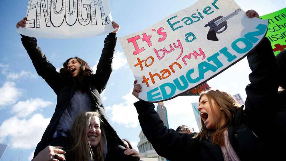 Protestan estudiantes contra la violencia a causa de las armas en escuelas