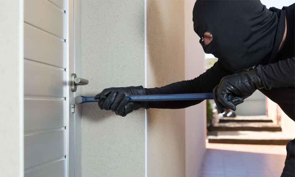 ¿Vas a salir de vacaciones? Evita ser víctima de algún delito en tu casa