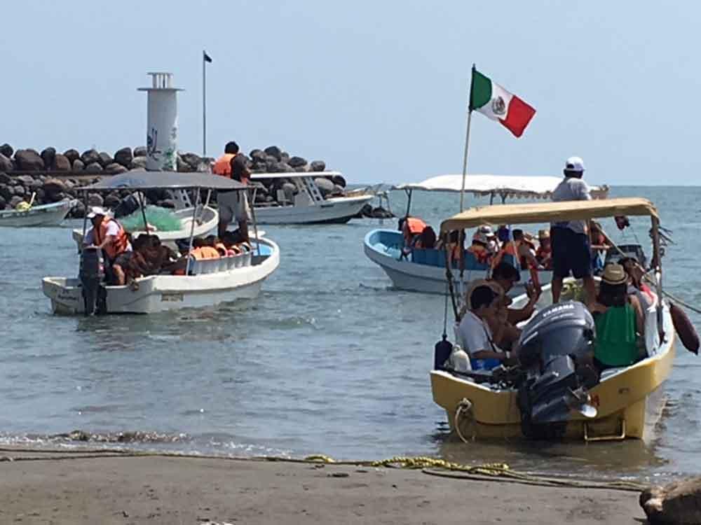 Se inunda embarcación con 18 turistas en Veracruz