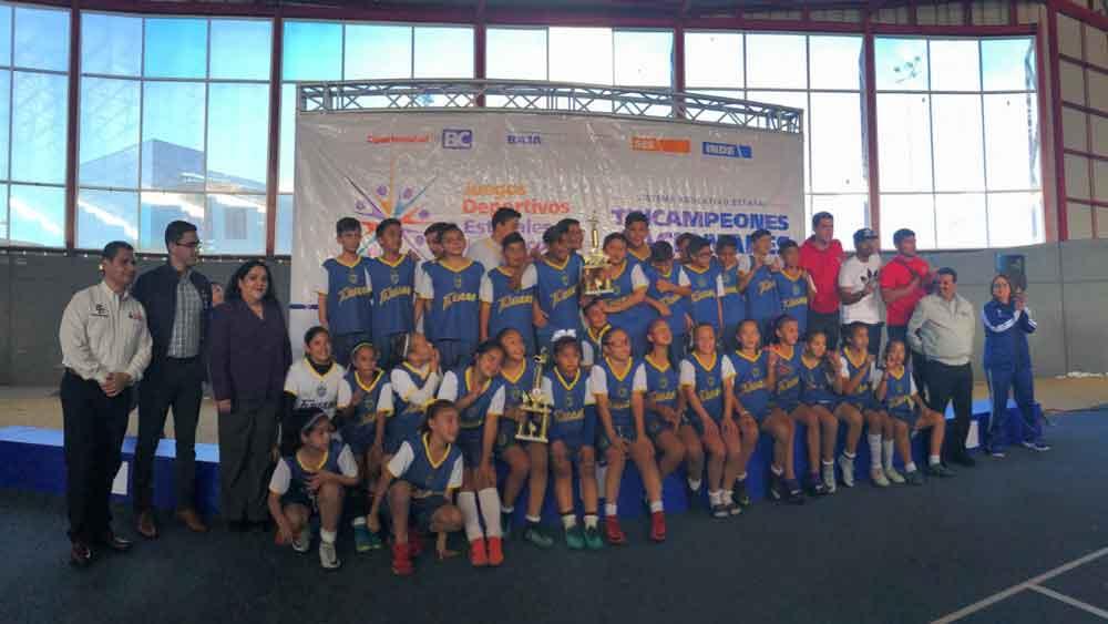 Premia Gobierno del Estado a alumnos de primaria que representarán a BC en juegos deportivos nacionales
