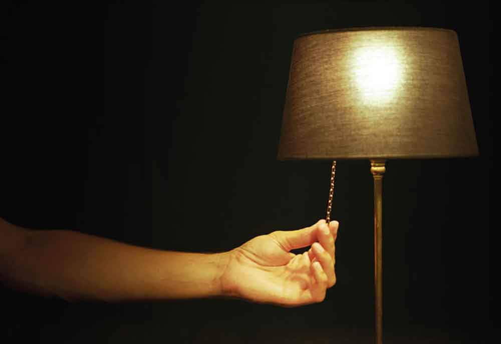 ¿No te gusta dormir a oscuras? Por salud mental, deberías hacerlo