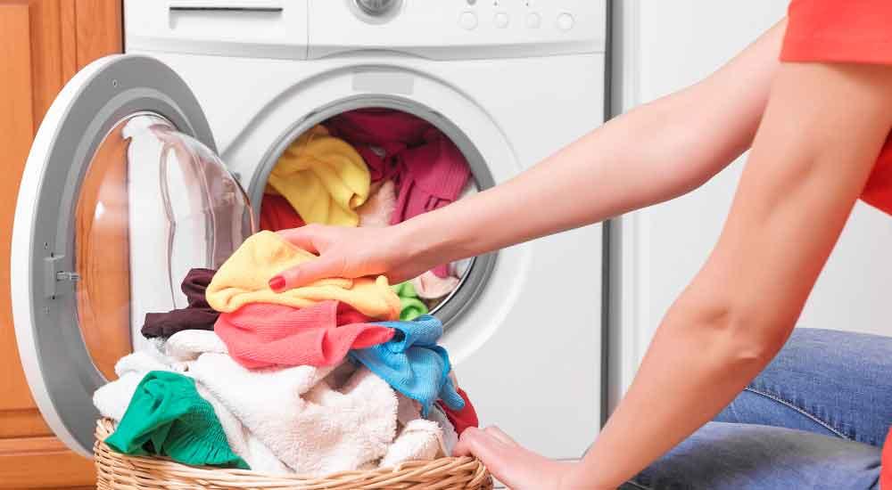 La arrestaron por 12 horas por no lavarle la ropa a su esposo