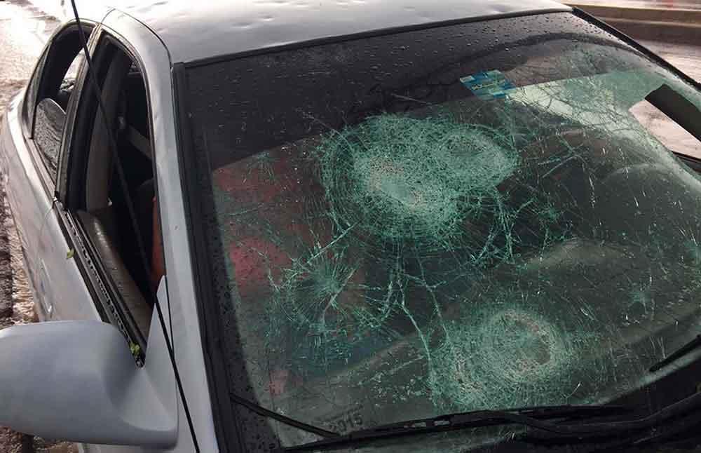 Apedrean a conductores en autopista Tecate- El Hongo