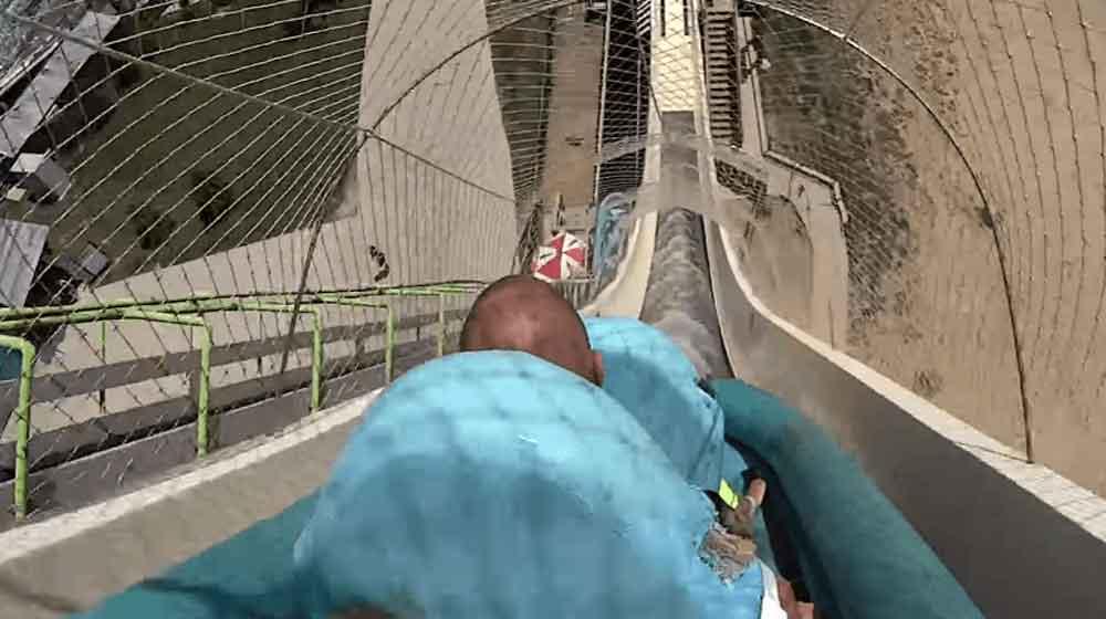 ¡Tragedia! Niño se lanza por un tobogán y muere decapitado en el viaje