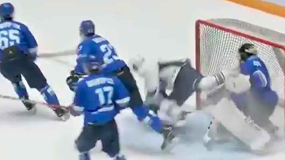 Con un patín cortan la garganta a un jugador de hockey en pleno partido