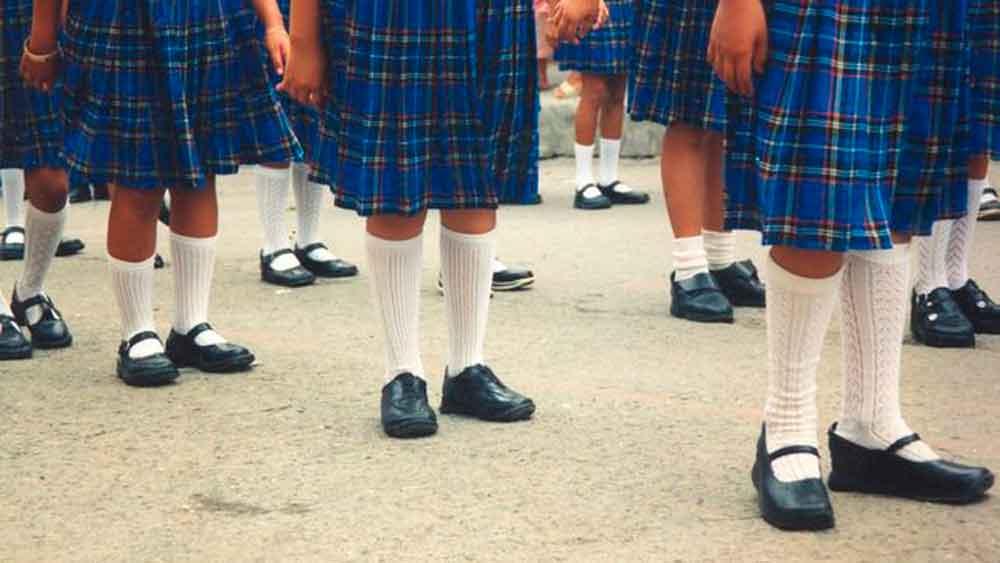 Escuela da de baja a alumna por no tener dinero para su uniforme