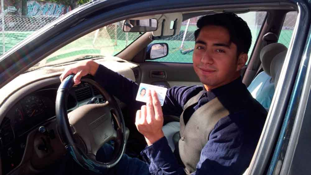 Darán licencias de conducir gratuitas a estudiantes de Baja California