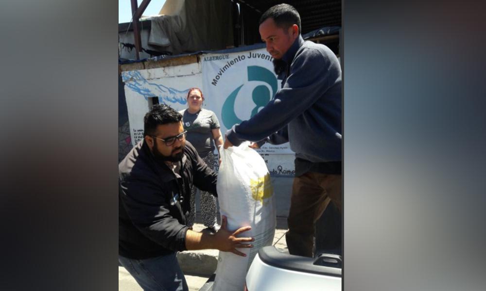 Apoyan a migrantes con entrega de alimentos a albergue Movimiento Juventud 2000