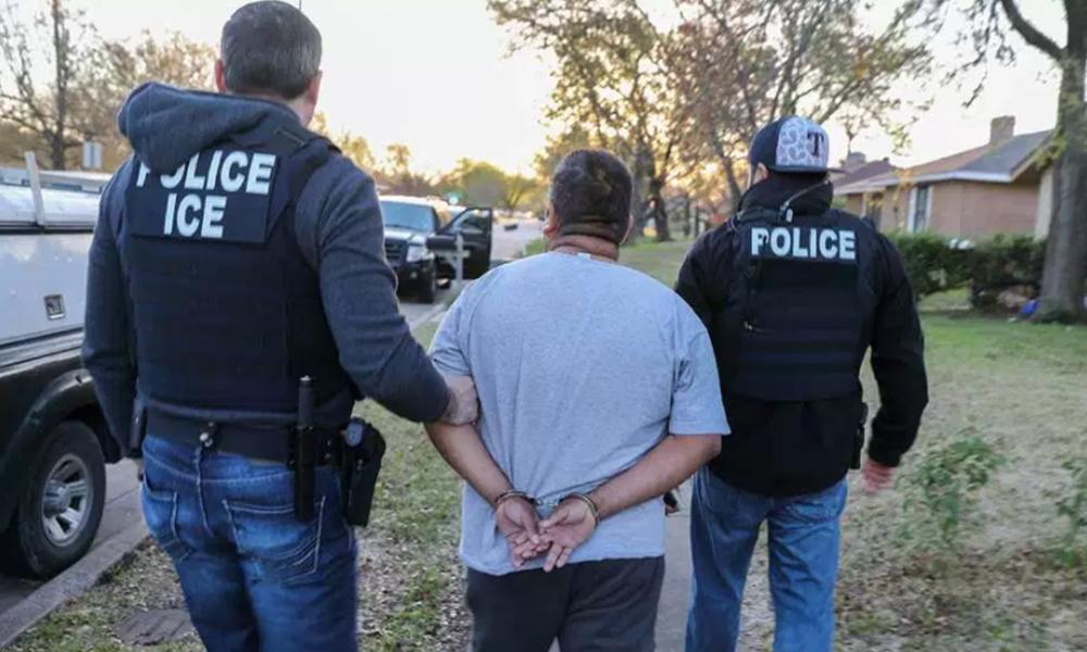 Agentes de ICE arrestan a 53 criminales no violentos en San Diego