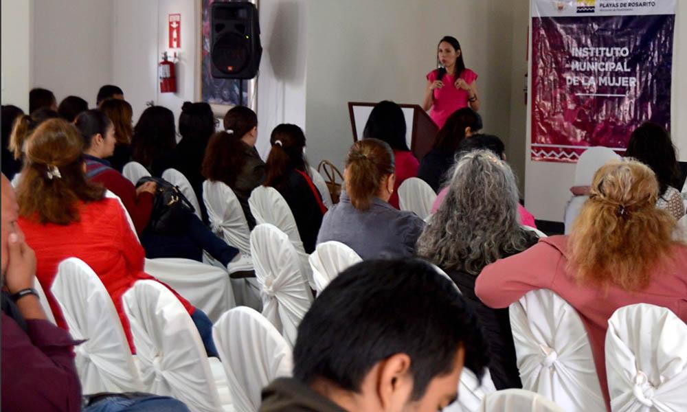 Asisten 70 rosaritenses a charla sobre derecho de la mujere a vivir sin violencia en Ensenada