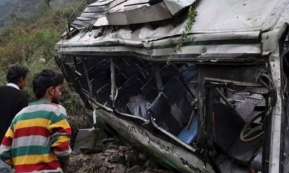 Cae autobús escolar a un barranco, mueren 30 la mayoría eran niños