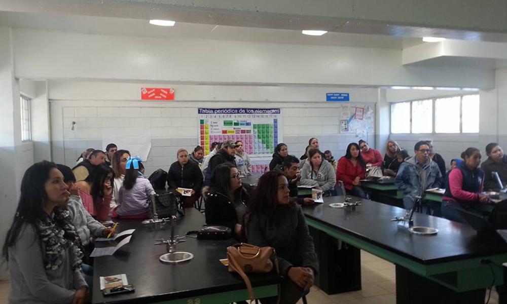 Capacitan a padres de familia con la Guía Práctica en Tecate