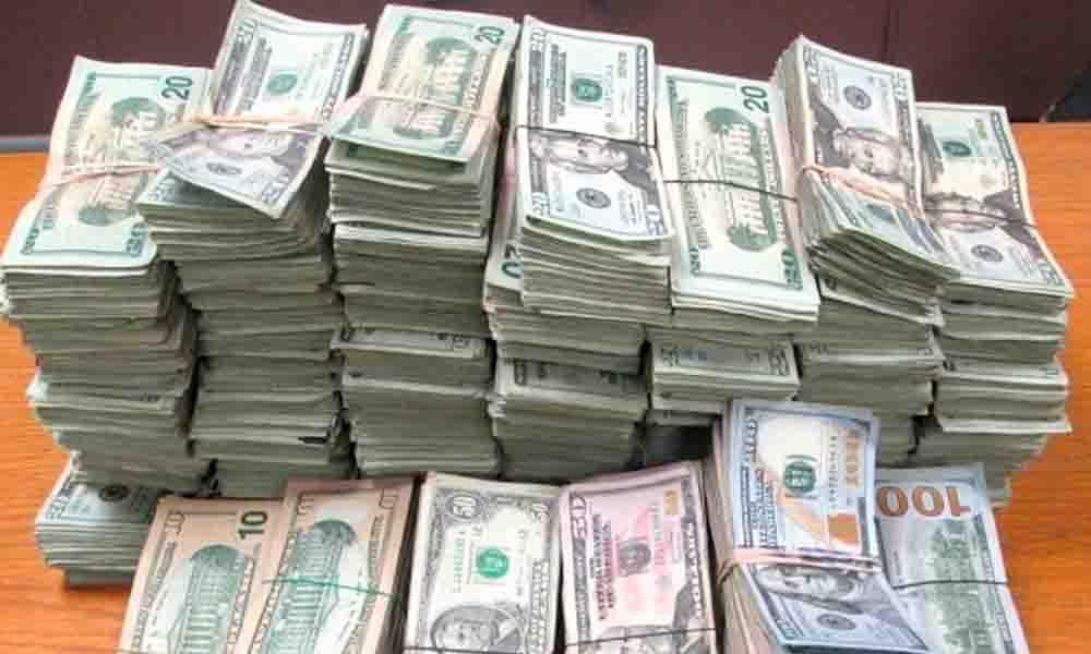 Detienen a persona en Aeropuerto  de Tijuana con 10 millones de dólares