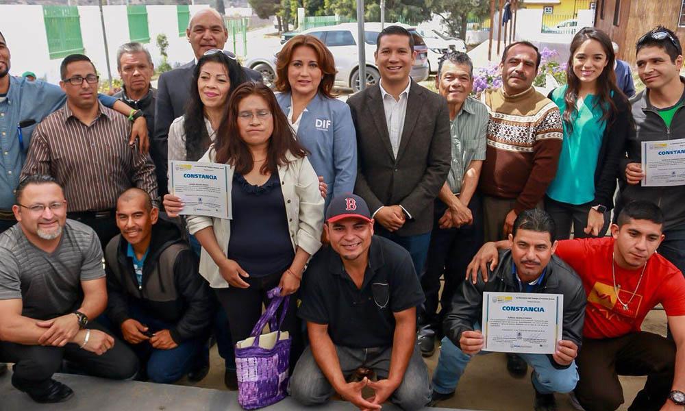 Culminan liberados del CERESO curso de electricidad en Ensenada