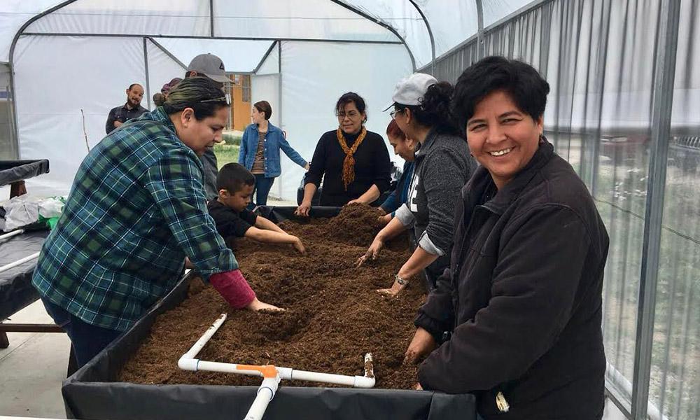 """Imparten curso de Cultivos en Hidroponia en huerto comunitario """"Tonatzin"""""""
