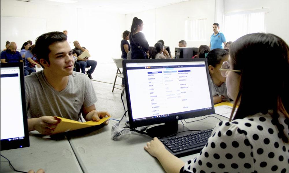 Instalan Módulos de Atención para jóvenes solicitantes de preparatoria