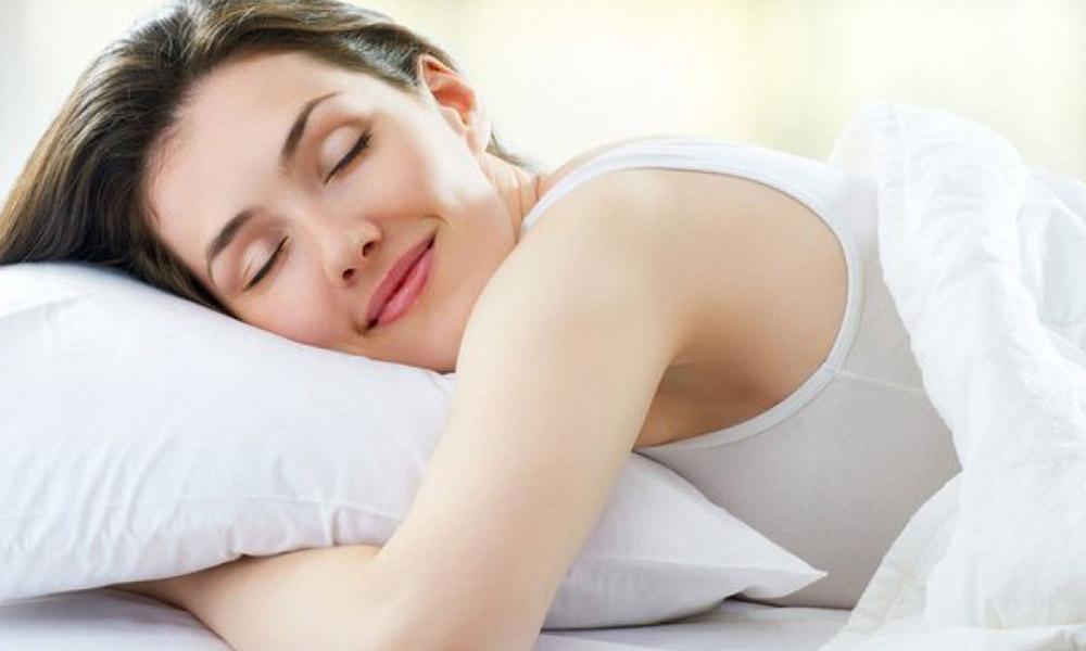 Mujeres necesitan dormir más que hombres