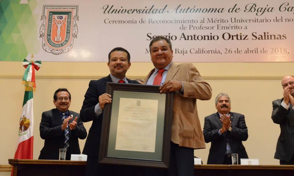"Nombra Universidad Autónoma Baja California ""Profesor Emérito"" a Sergio Ortiz Salinas en Mexicali"