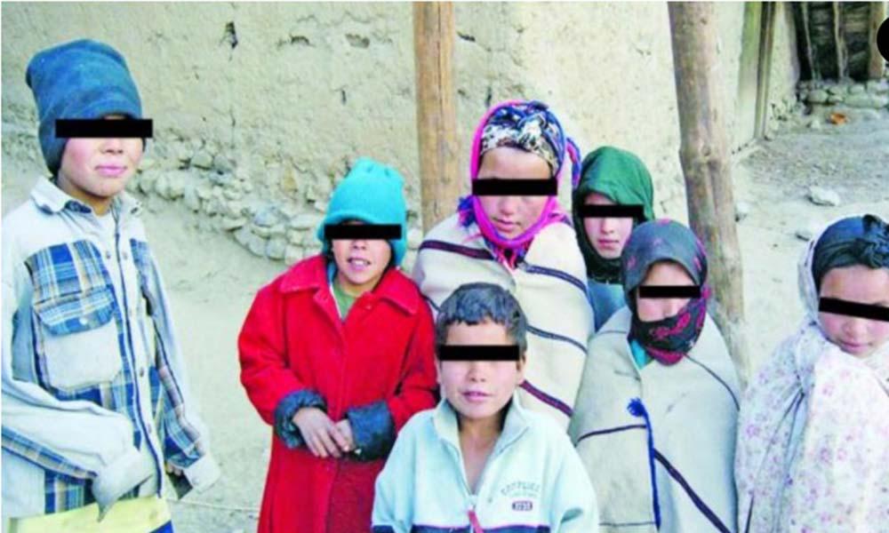 Orgulloso padre de 9 hijos pide divorcio tras enterarse que es estéril