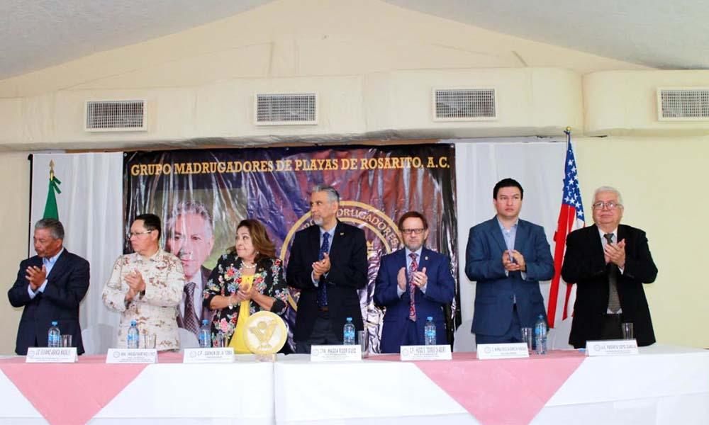 """Otorgan distinción de """"Forjador del año"""" a Juvenal Arias Pérez en Rosarito"""