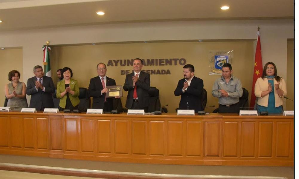 Otorgan reconocimiento de Huésped Distinguido al Embajador de China en Ensenada
