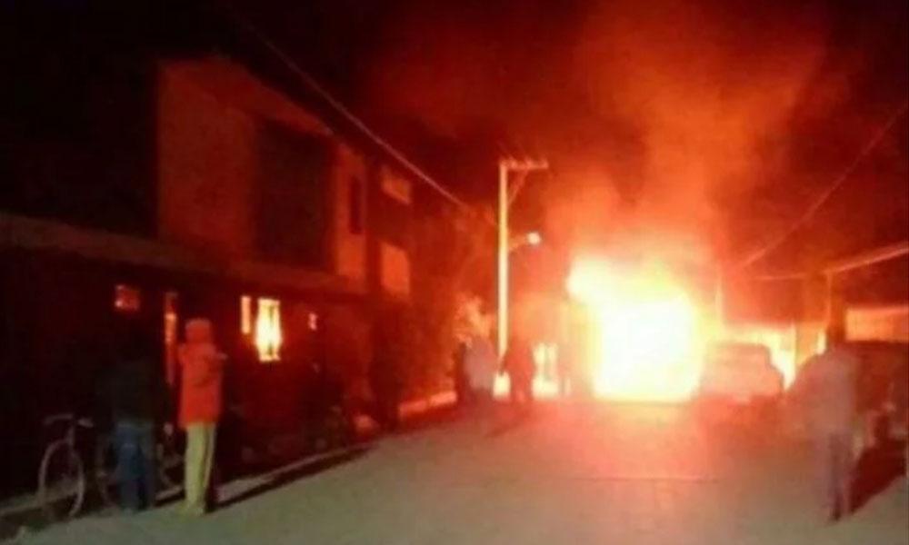 Queman vivo a presunto ladrón en Puebla