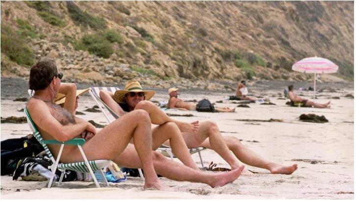 Solicitan salvavidas nudista en Estados Unidos