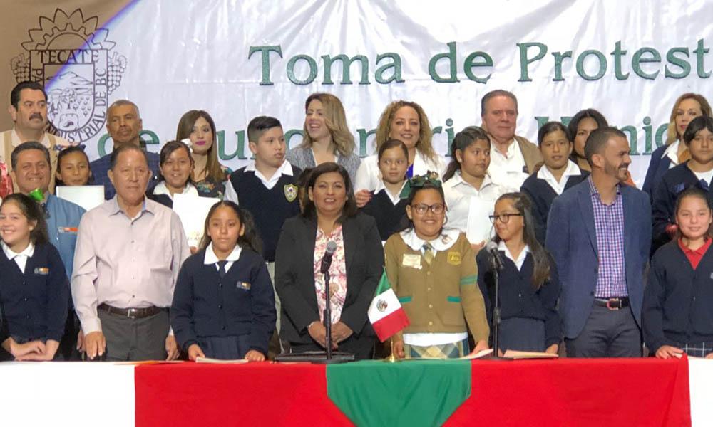 Toman protesta a niñas y niños funcionarios por un día en Tecate