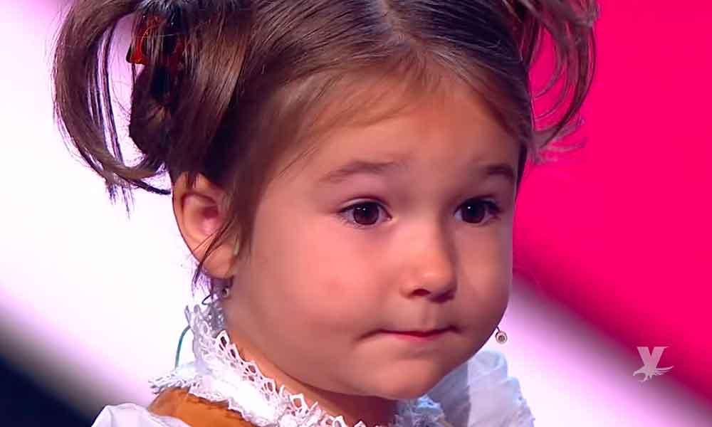 (VIDEO) Niña de 5 años sorprende a todos al hablar 8 idiomas