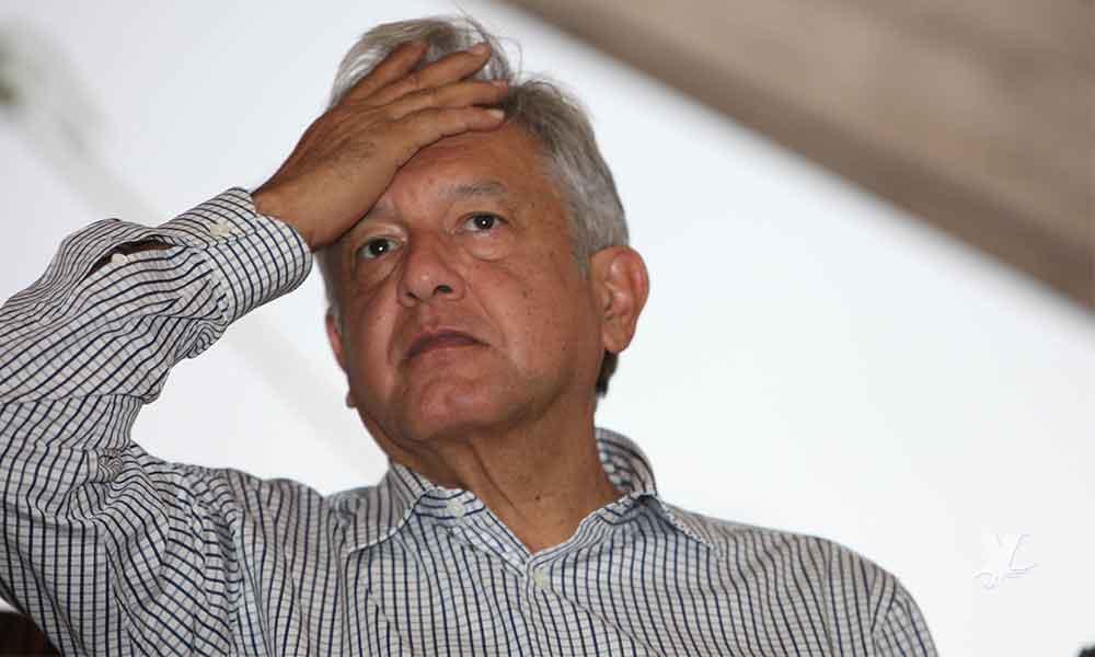 Sorprenden con beso a Andrés Manuel López Obrador