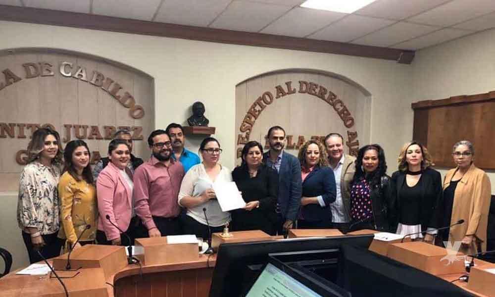 """Entrega Cabildo de Tecate reconocimiento a """"Mujeres con Decisión por Amor A.C."""" por el proyecto Regalando Vida"""