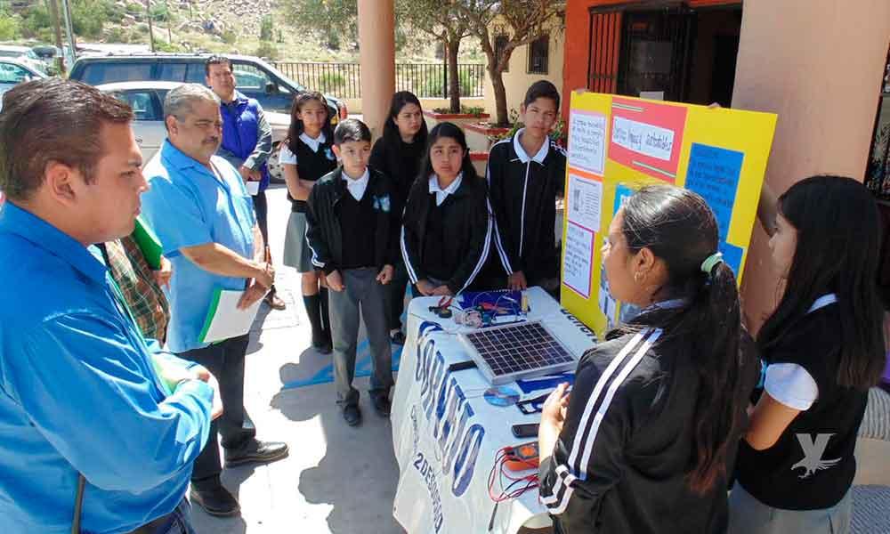 Participan alumnos de secundaria en el Concurso Municipal de Ciencia y Tecnología en Tecate