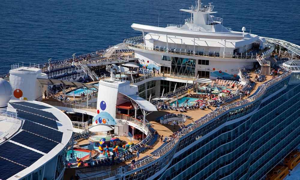 Hombre salta de crucero Royal Caribbean, cancelan su búsqueda