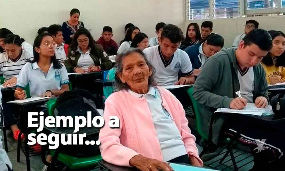 Abuelita de 96 años sorprende a preparatorianos al ser ¡su compañera de clase!