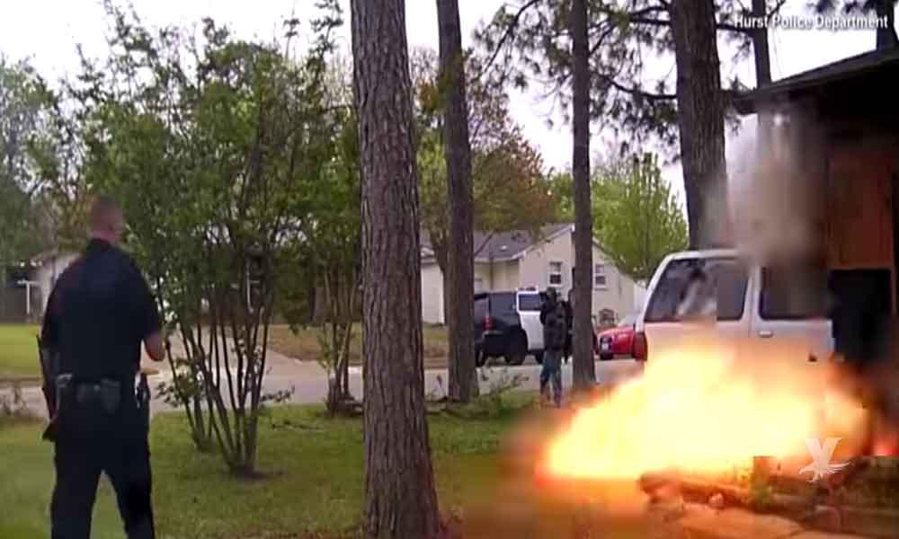 (VIDEO) Hombre choca su automóvil contra casa y genera una explosión