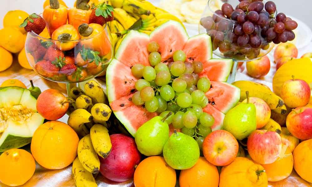 ¿No te gusta tomar agua? estas frutas te pueden ayudar a hidratarte