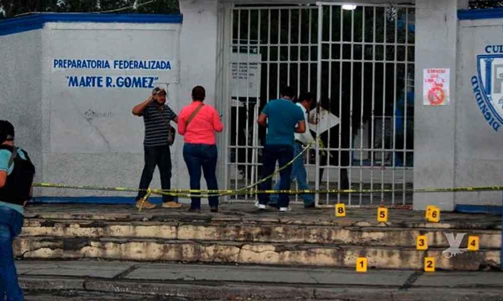 Sujetos armados entran a preparatoria; hay 5 alumnos heridos