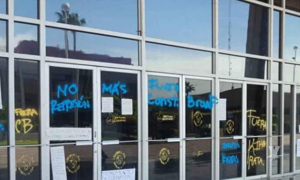 Edificio del Ejecutivo Estatal es vandalizado durante la madrugada