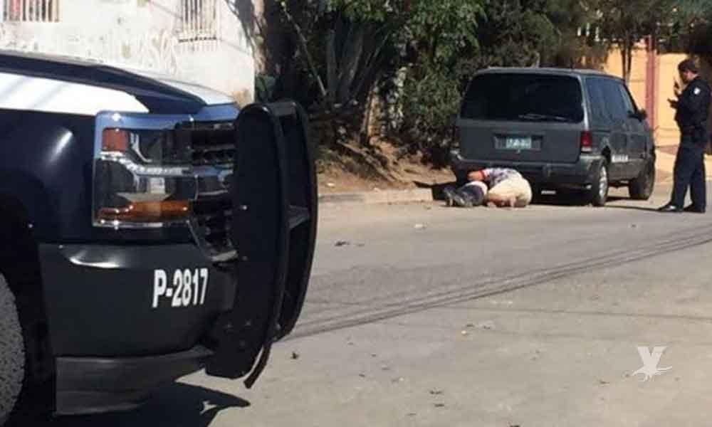 Lo más triste: Madre llora sobre el cadáver de su hijo asesinado en Tijuana
