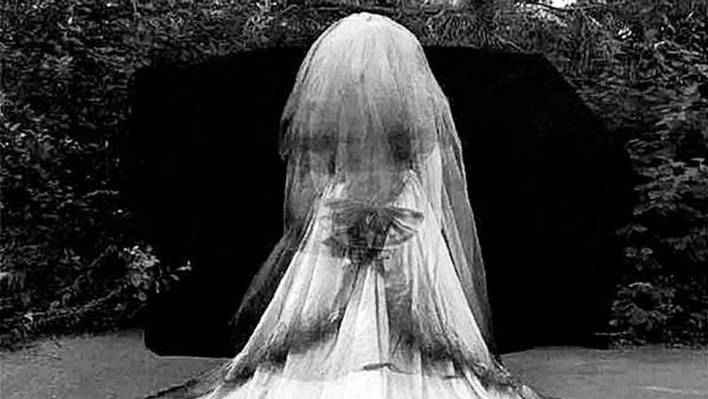 La Maldición del Vestido de Novia