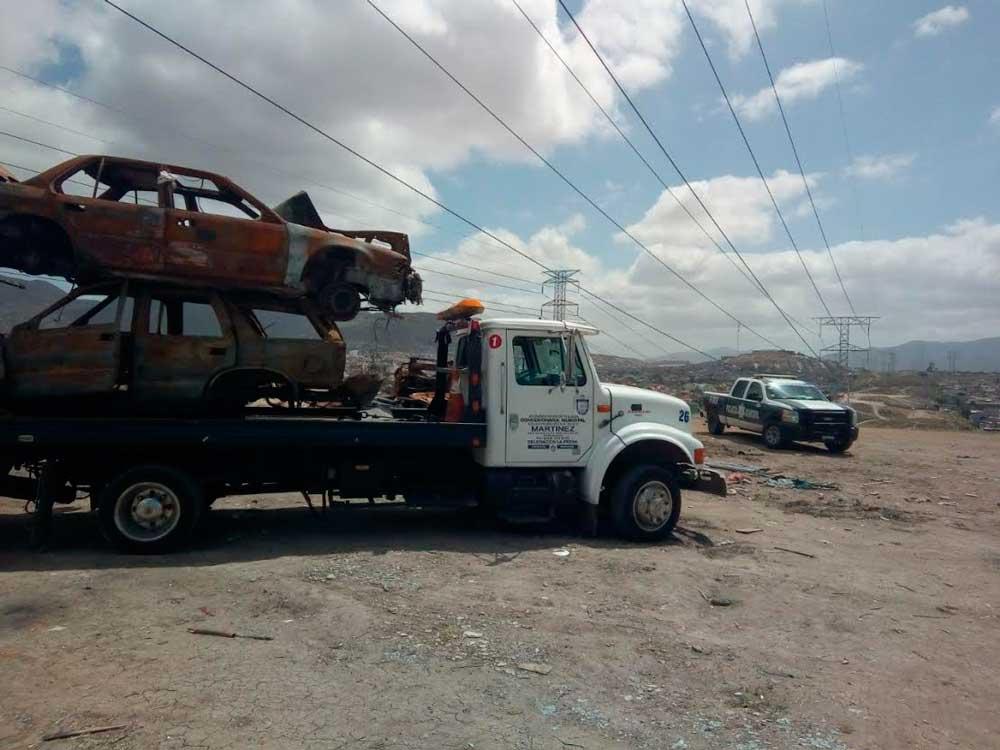 Retiran autos abandonados en calles de Tijuana
