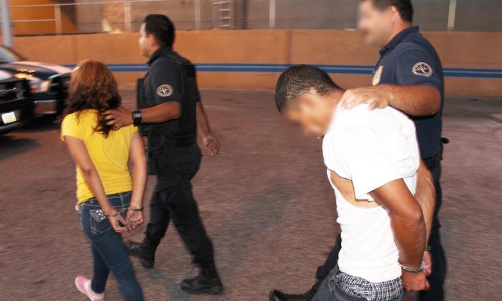 Arrestan a pareja con 65 dosis de cocaína en Mexicali